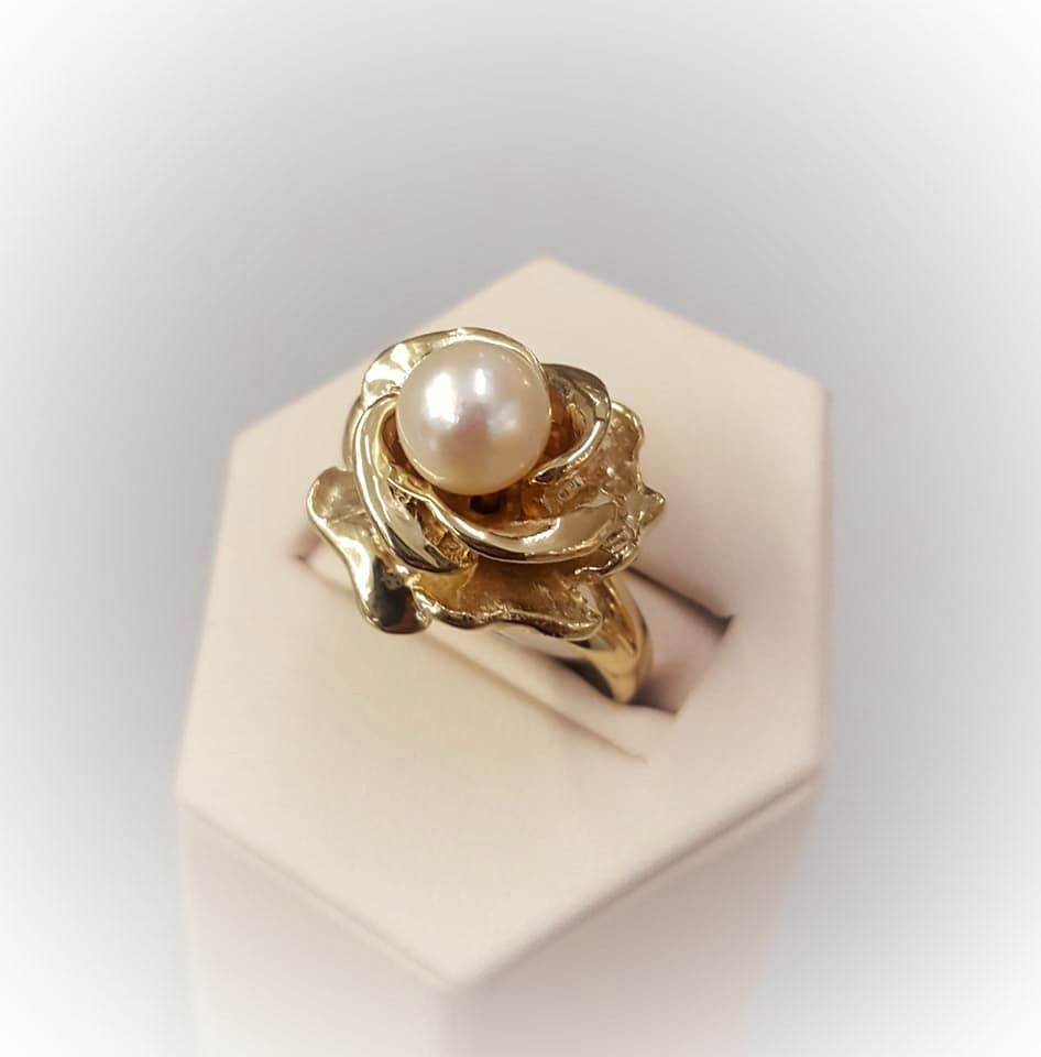 Pearl Set in Rose Blossom