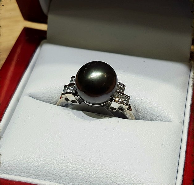 Tahitian Pearl with Diamonds
