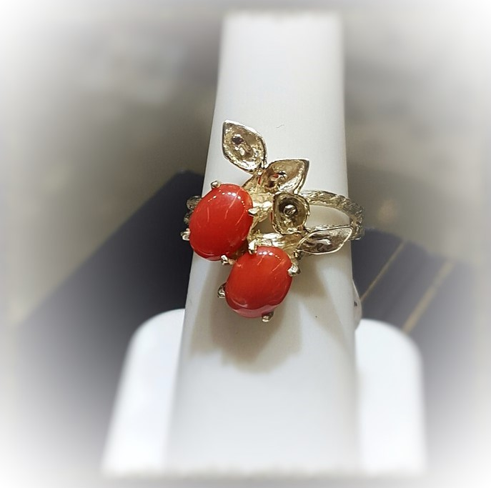 Coral Cabochons Green Gold