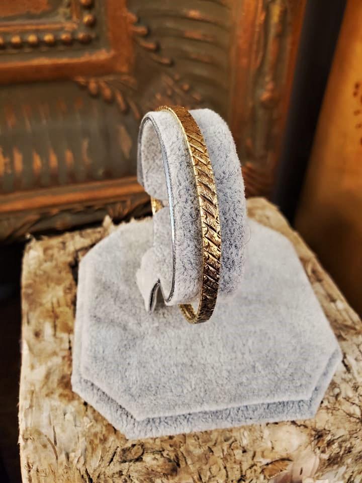 Ladies 14kt Yellow Gold Omega Bracelet