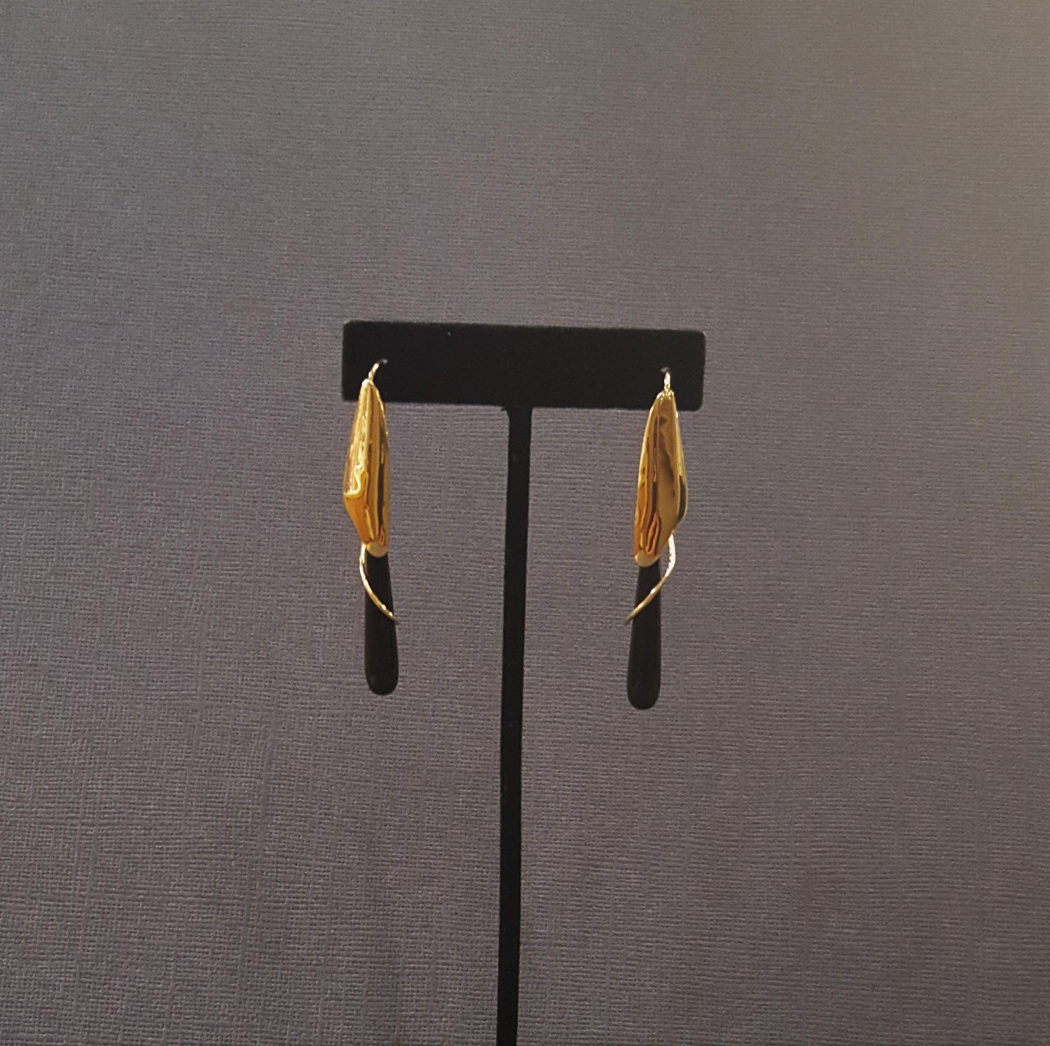 Drop Style Onyx with Gold Wire
