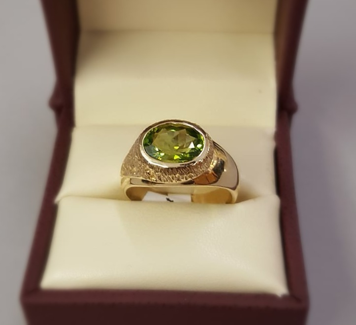 2.8ct Peridot Faceted Oval