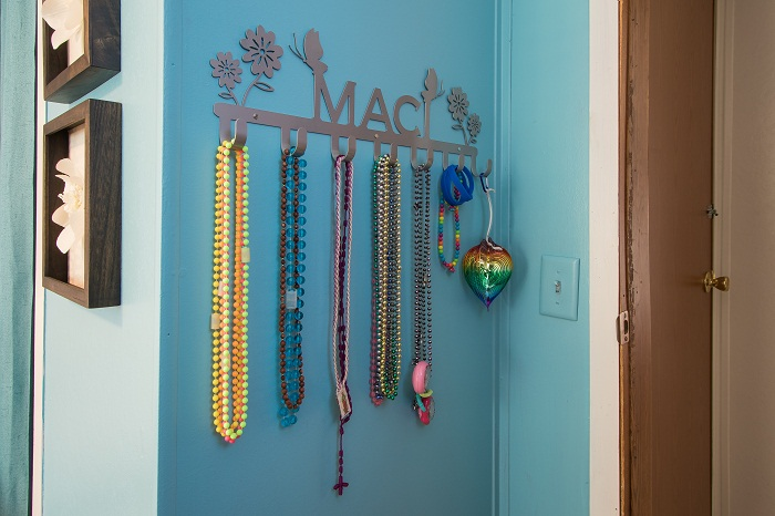 Custom jewelry rack