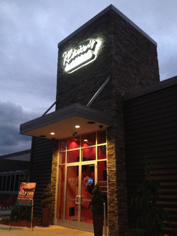 Klavon's Pizza Entrance