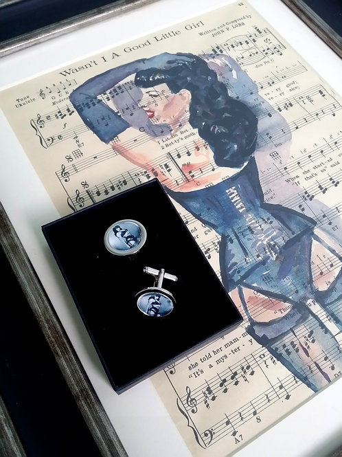 Special Gift Set for the discerning gentleman.... Pin Up Art and cufflinks