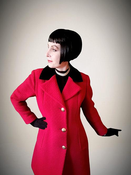 Regency frock coat c 1967-1970 Red wool chunky weave Dereta Midi coat velvet