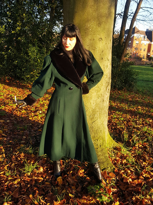 Iconic Mansfield Cache D'Or Edwardian Cashmere/Wool Riding Coat in Forest Green