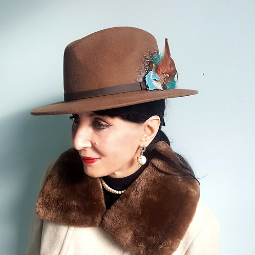 Stylish 100% wool trilby & swarovski teal enamel horse head & feather brooch