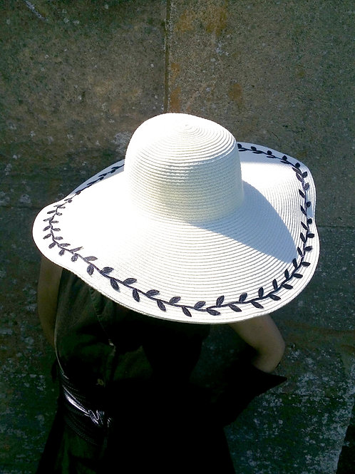 """White Mischief """"Romance"""" sun hat"""