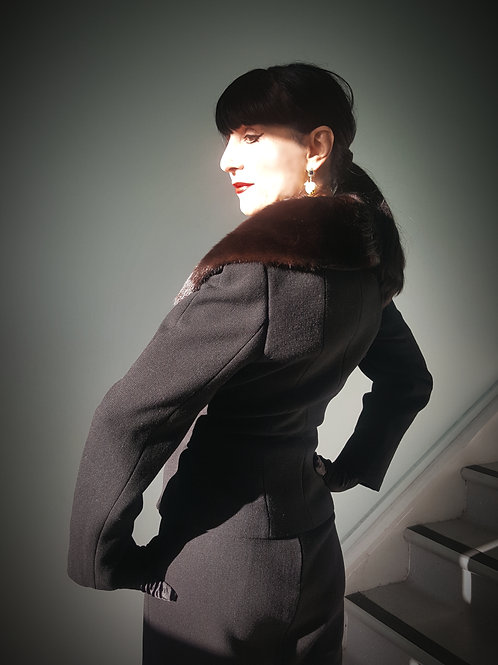 Beautiful vintage wool crepe suit with Mink collar Pianoforte by Max Mara