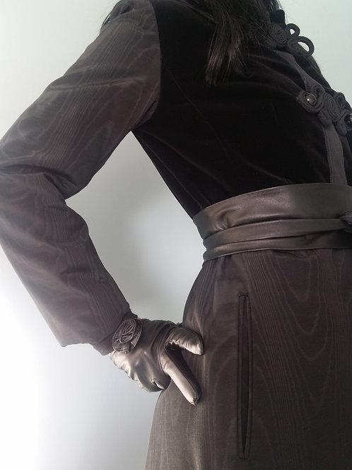 Fine black leather rose design gloves