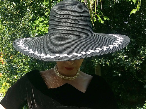 Black Romance : white applique leaf design black