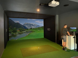 Uneekor QED Golf Simulator