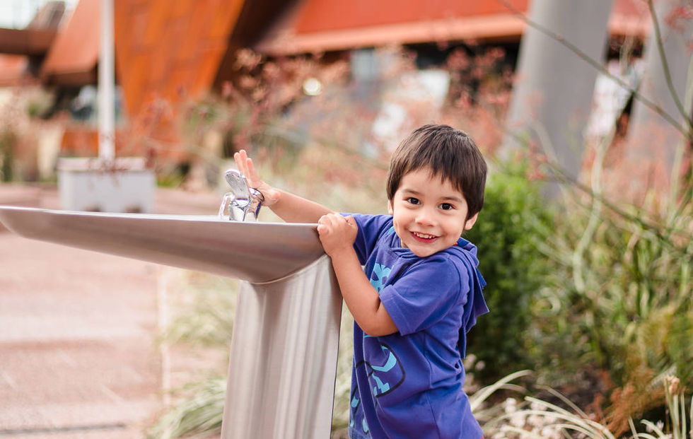perth-family-photographer-child-smile-water-fountain