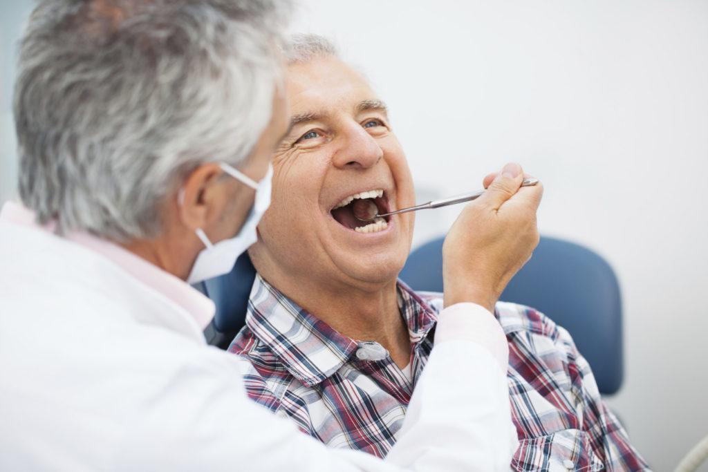 idoso-no-dentista-1024x683