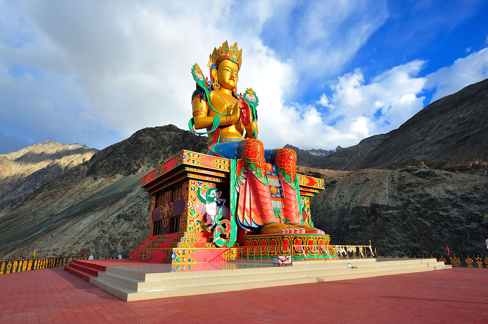 The magnificent and grand Lord Budhha statue.