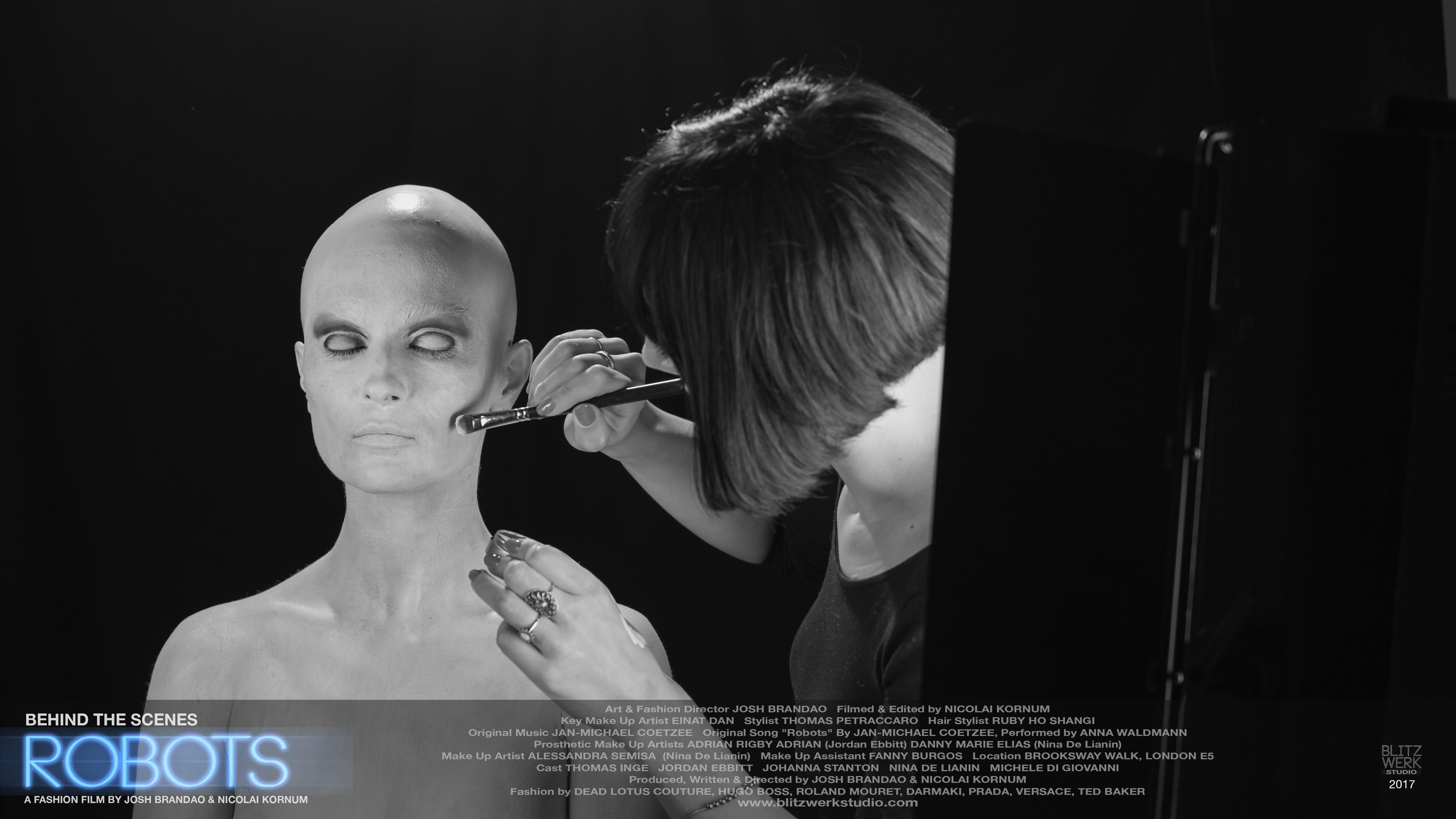 ROBOTS BTS STILL 4 Nina de Lianin, Alessandra Semisa
