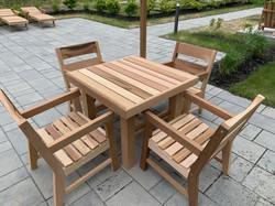 Table Champêtre 36x36 et fauteuil contemporain.jpg