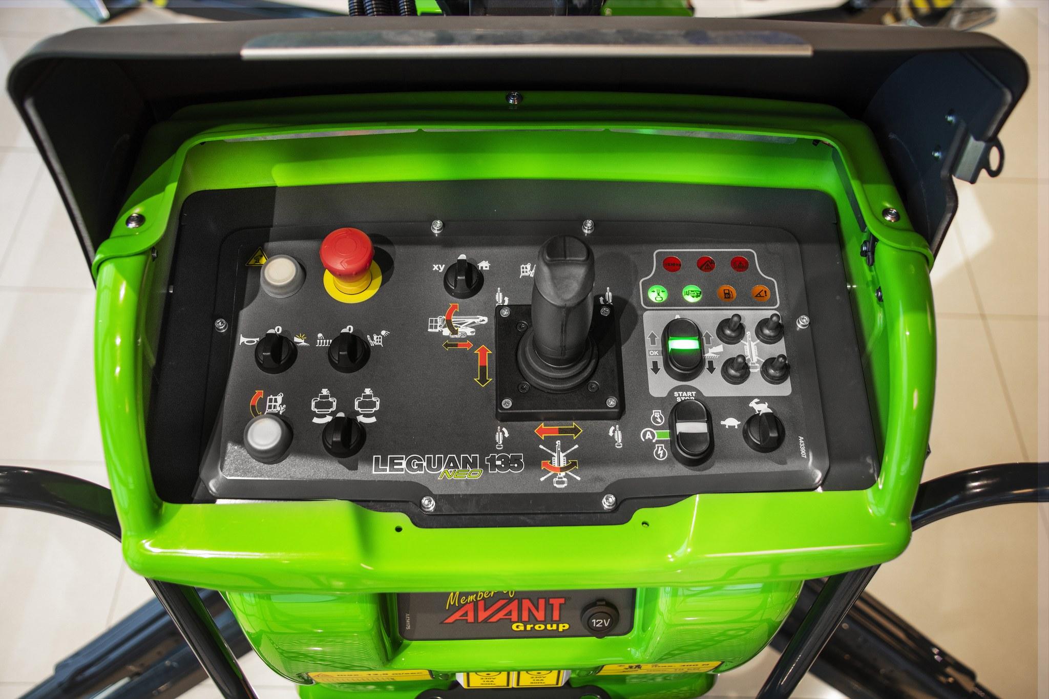tableau de commande joystick L135 neo