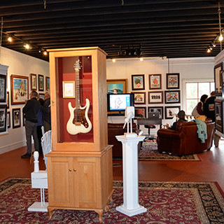 visitors_in_the_gallery_2_20160412_16096