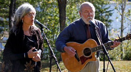 laraine_and_skip_performing_for_a_weddin