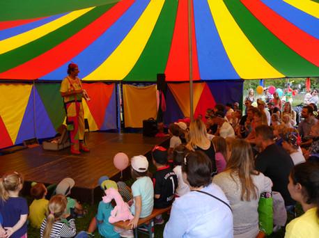 Clownsprogramm im Zirkuszelt