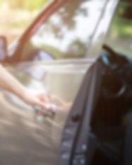Zaklenjeni-Kljuci-Avto-Kuk.jpg