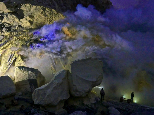 [Photography] The Sulphur Miners of Kawah Ijen Volcano