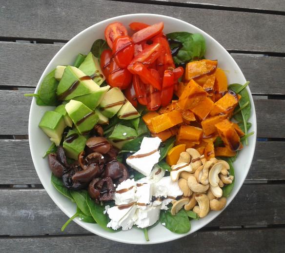 Oppskrift: spinatsalat med søtpotet og gresskar