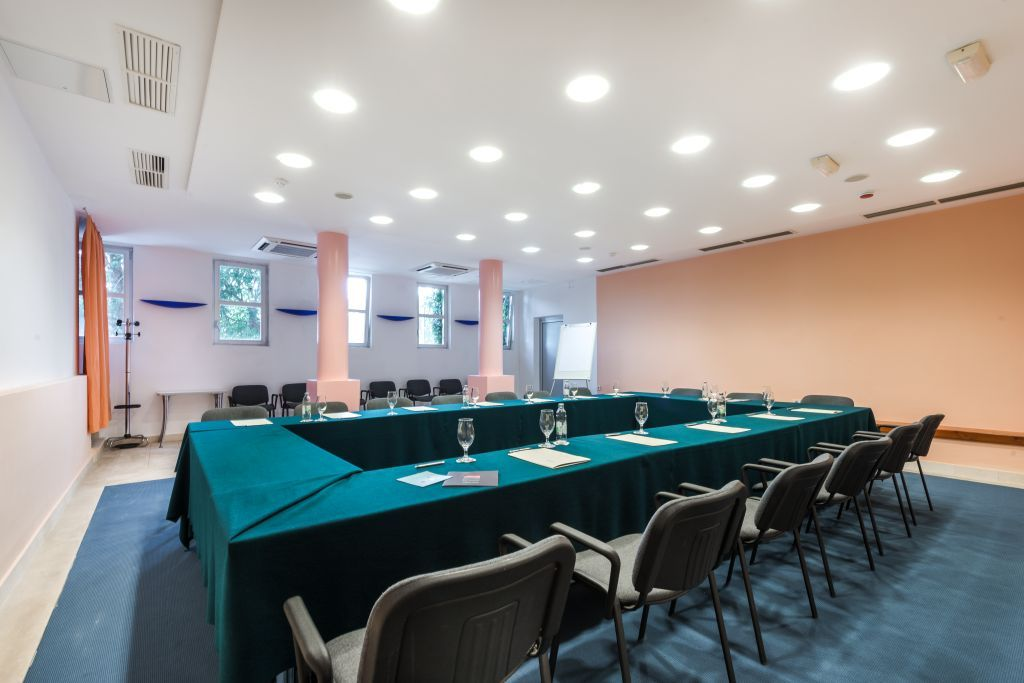 uvala-hotel-conference-room-business