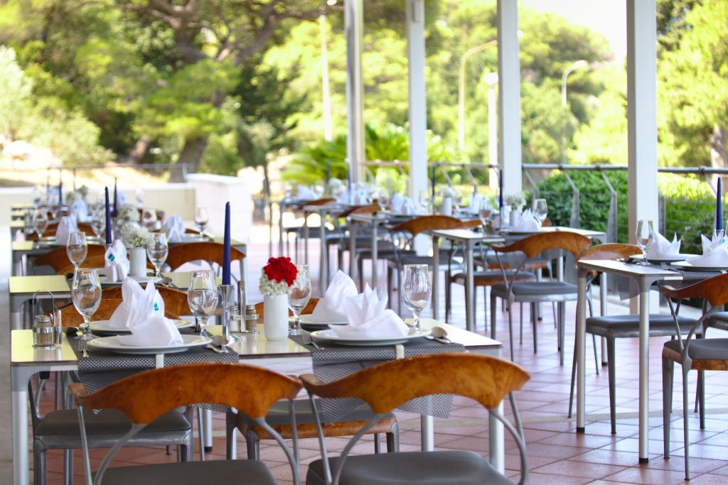 uvala-hotel-terrace-dinning-outdoor