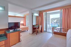 uvala-hotel-superior-room-balcony-seavie