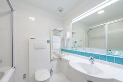 uvala-hotel-room-bathroom-bath