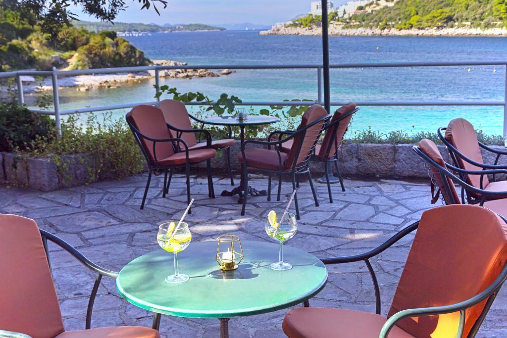 vis-hotel-bar-terrace-lapadbay-seaview
