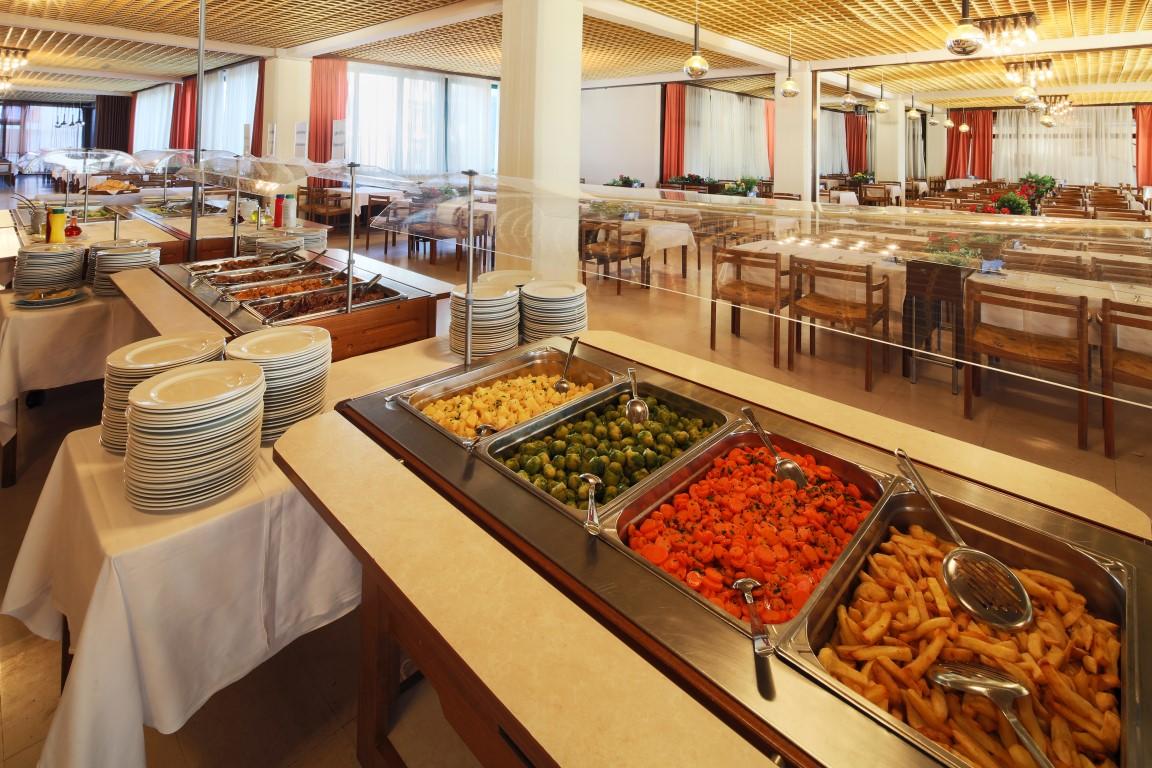 Hotel Podgorka_buffet restaurant (2)