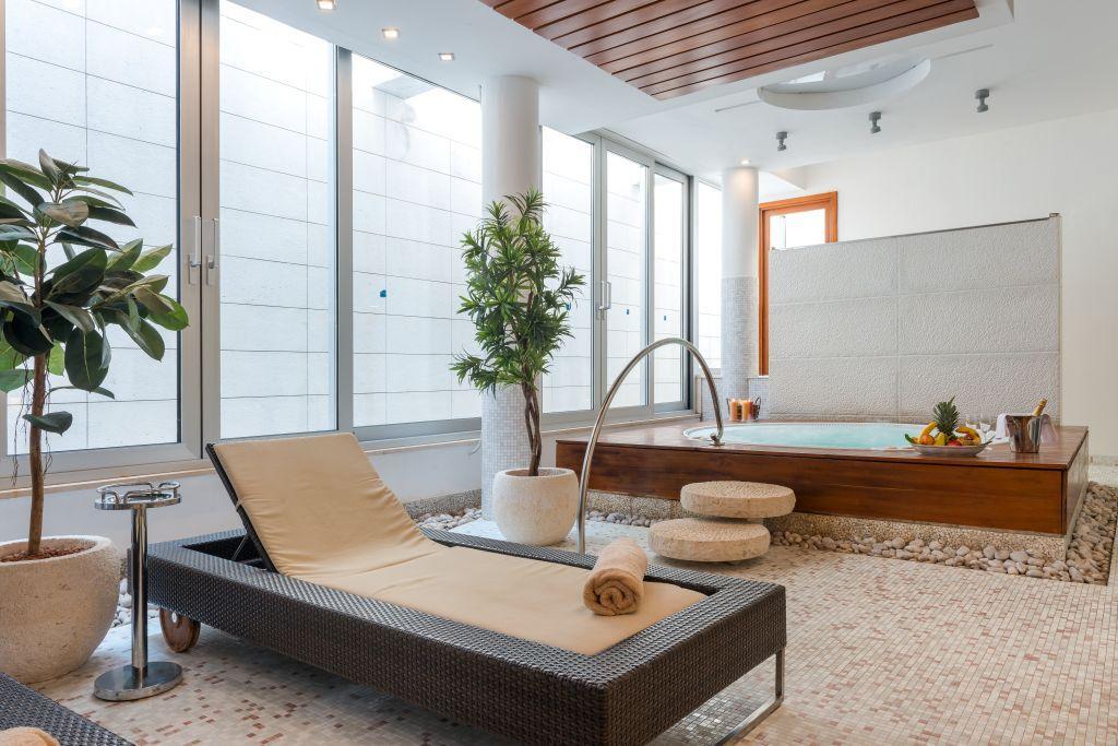 uvala-hotel-jacuzzi-lounger-wellness