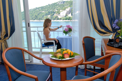 vis-hotel-room-balcony-sea-view