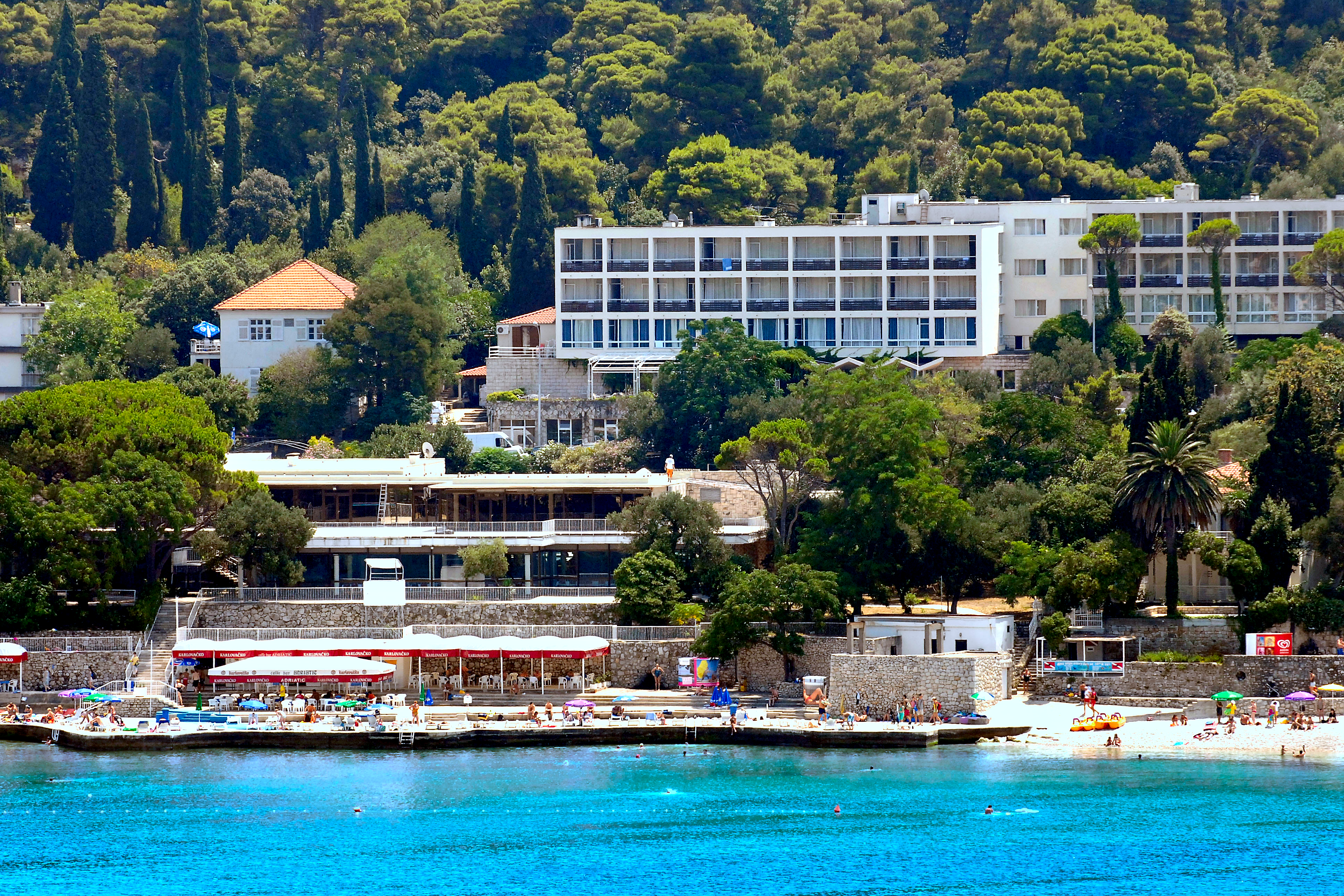adriatic-hotel-front-beach-bar