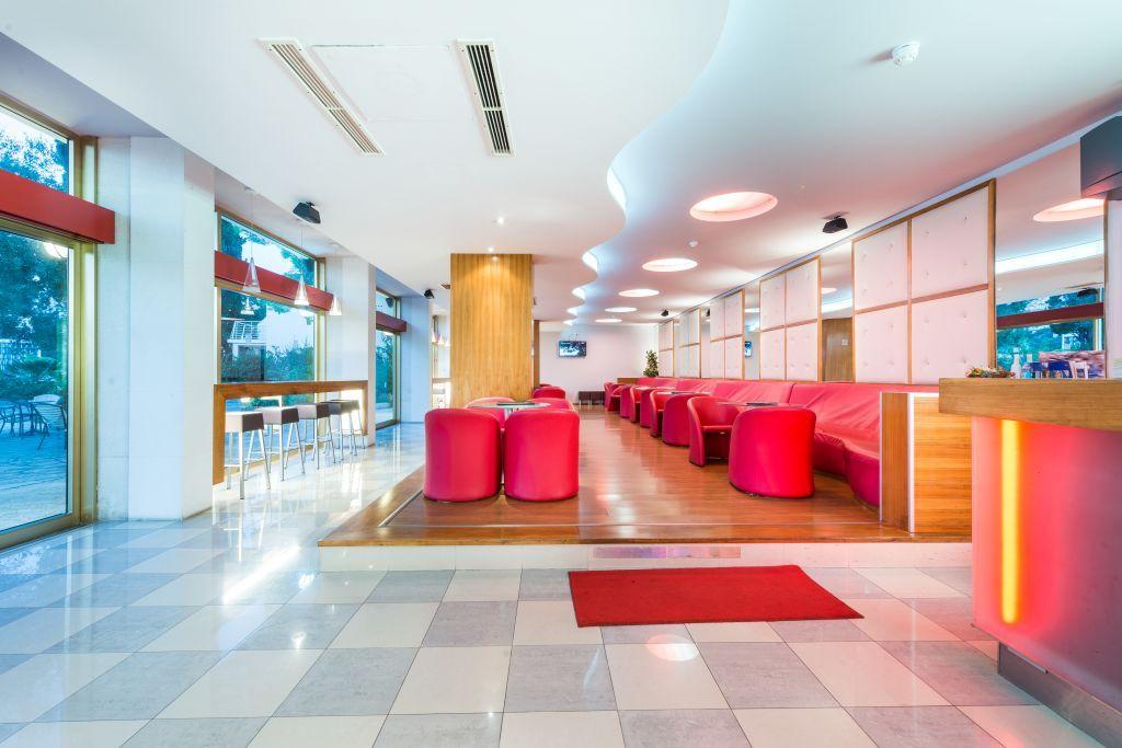 vis-hotel-aperitiv-bar-indoor