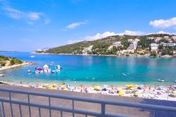 vis-beach-sunloungers-watersport