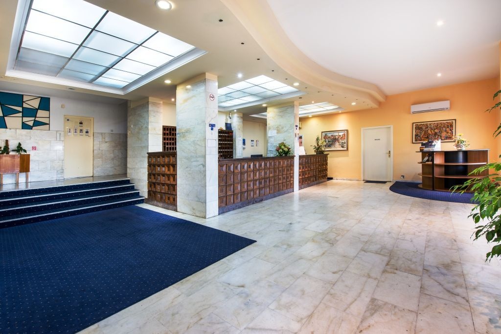 adriatic-hotel-lobby-frontdesk