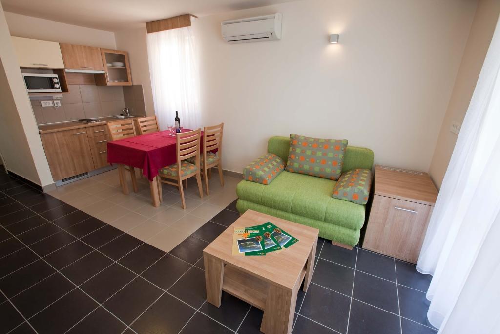 Apartmani Zelena Punta - Kukljica 2.jpg