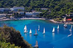 uvala-hotel-front-lapadbay