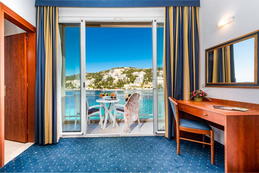 vis-hotel-dubrovnik-triple-room-sea-side