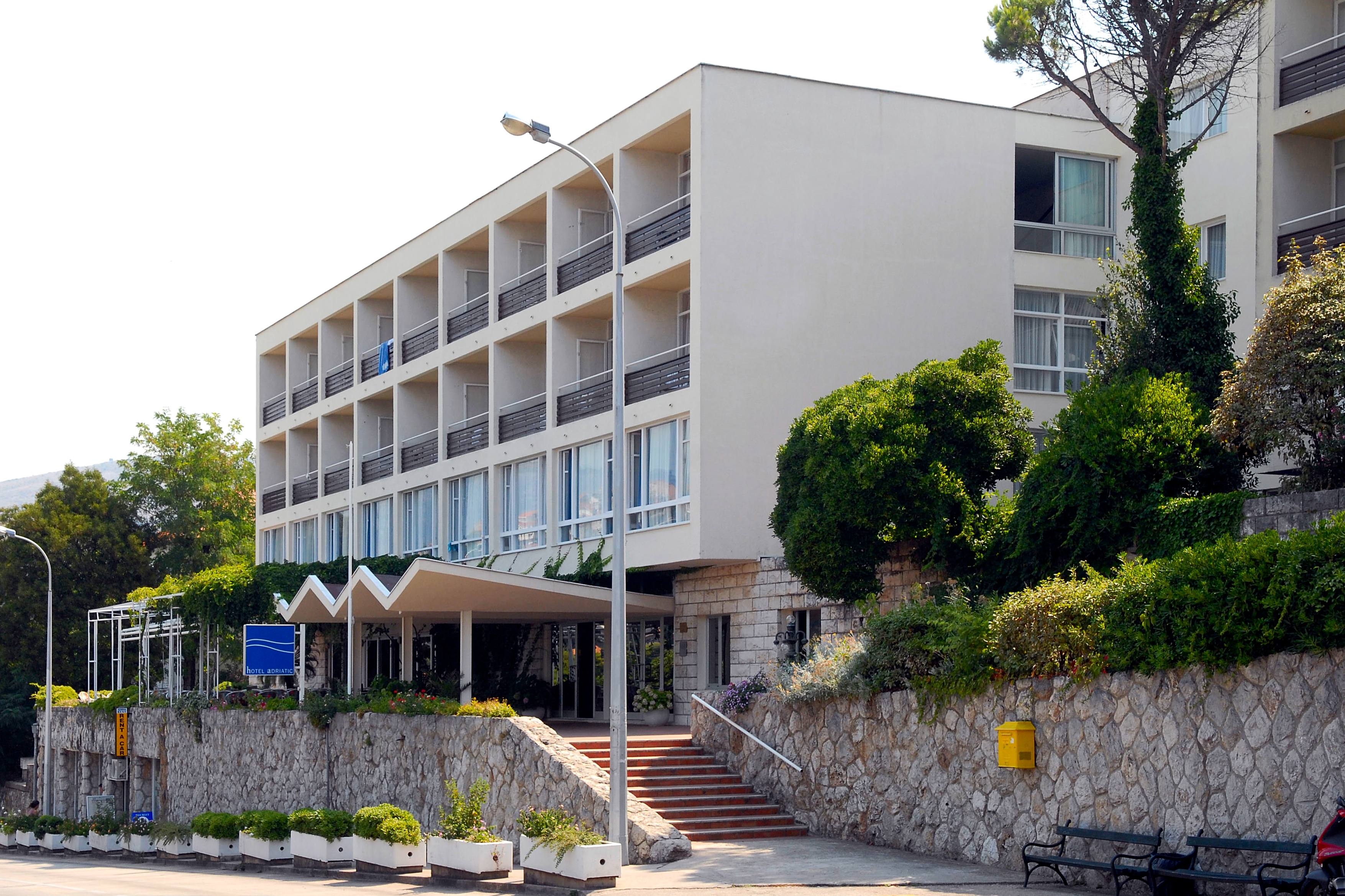 adriatic-hotel-entrance-front
