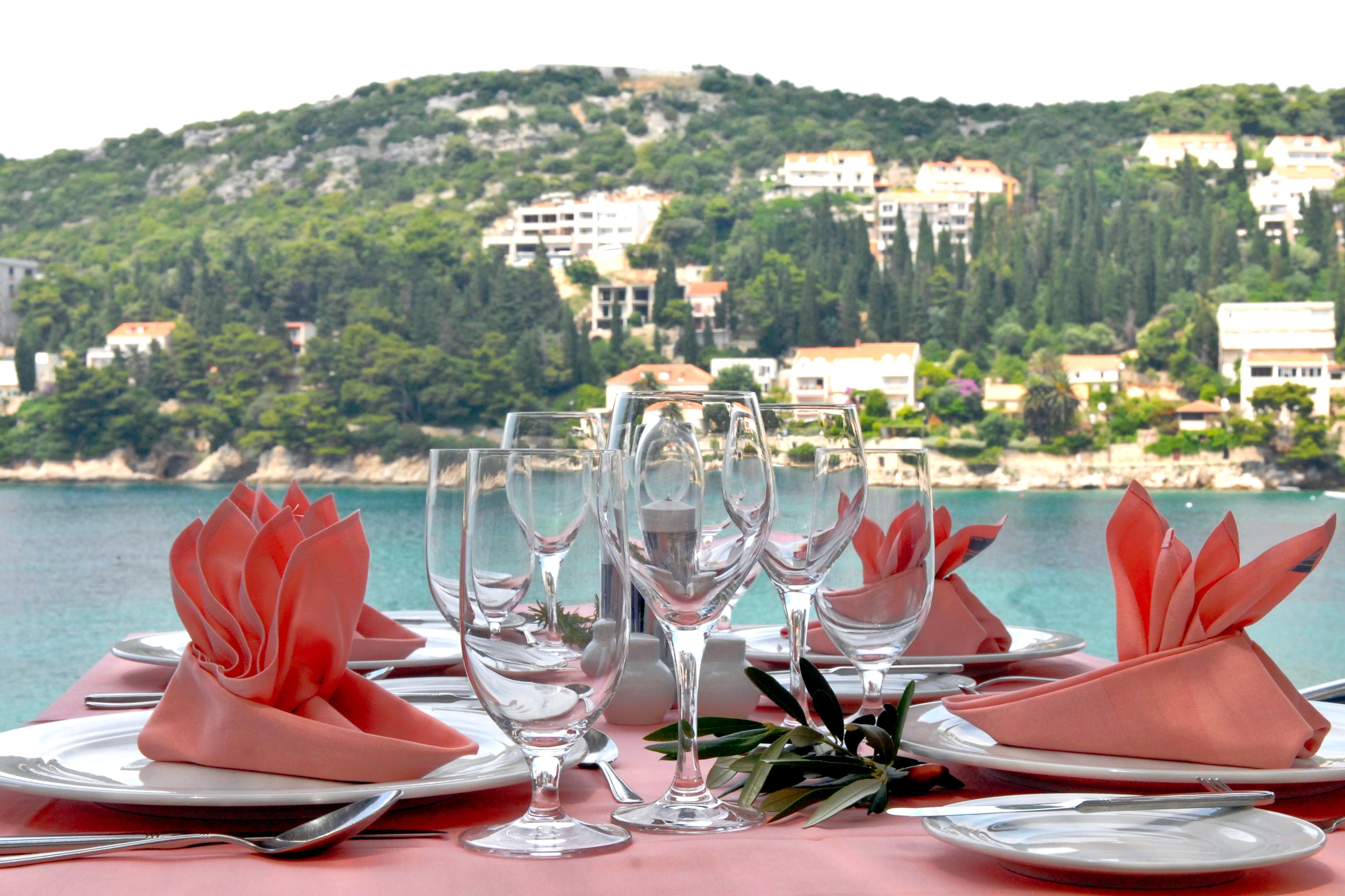 vis-hotel-restaurant-table-setup