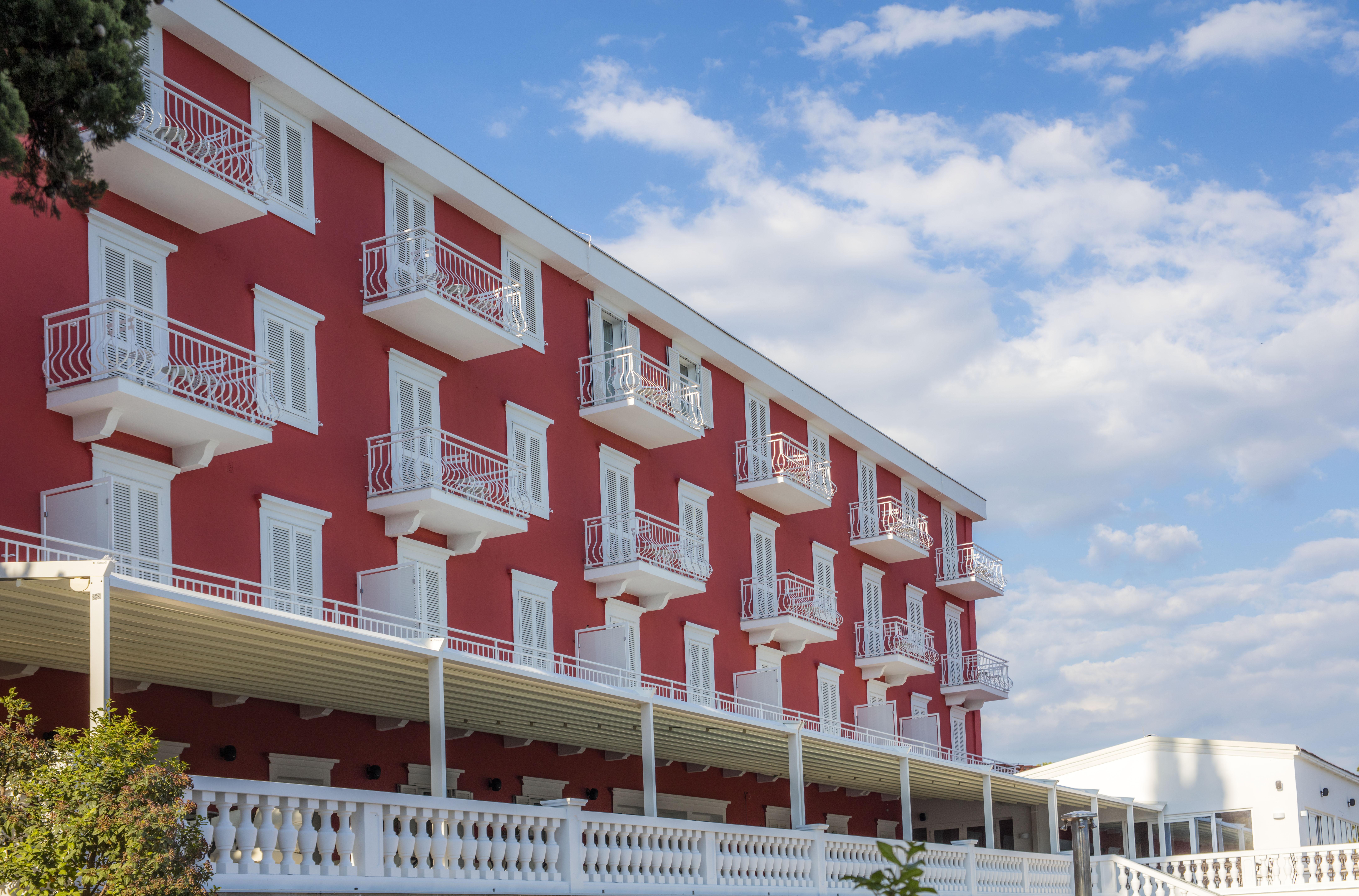 Hotel_and_dependance_Bellevue,_Orebić_18
