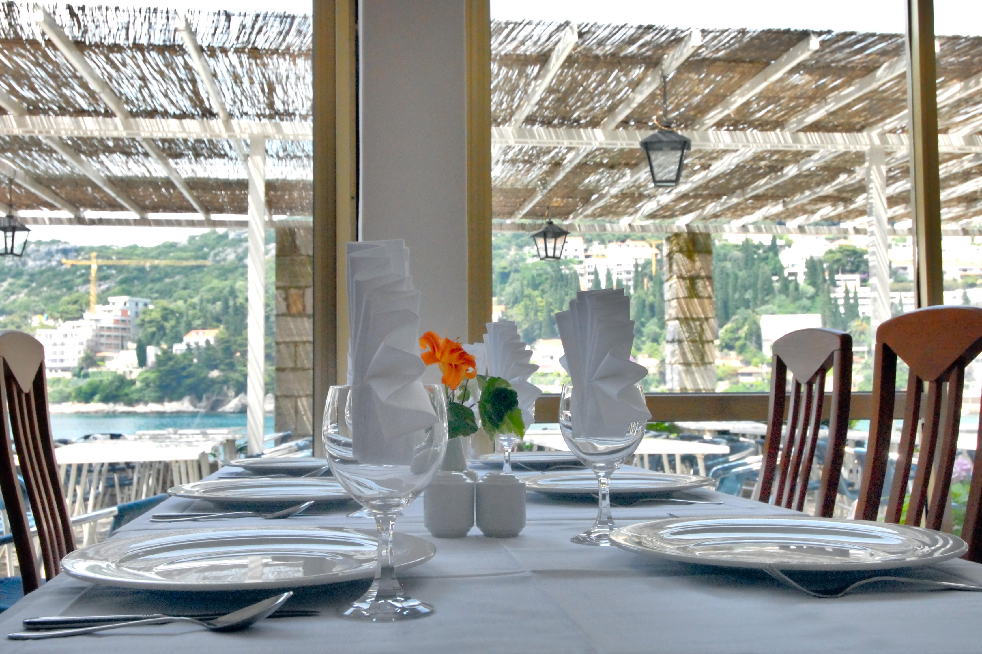 vis-hotel-dubrovnik-restaurant-table-set