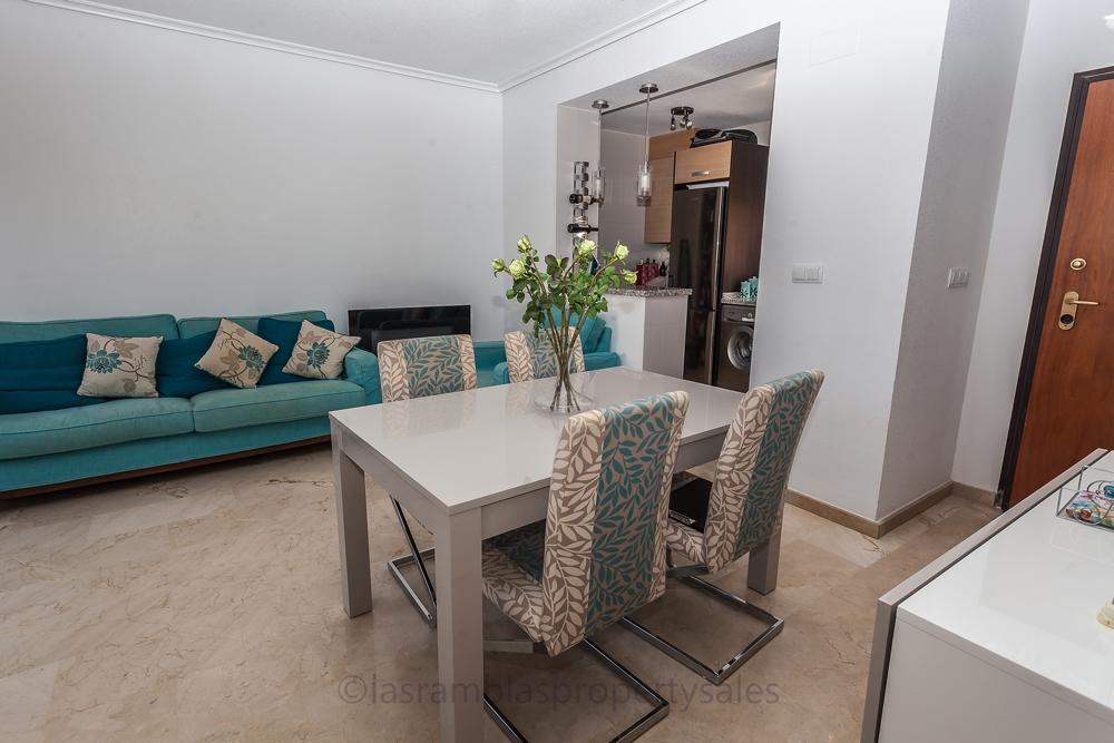 dinning/lounge area