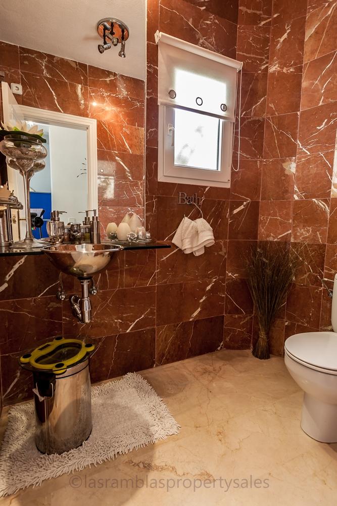 Cloakroom/toilet